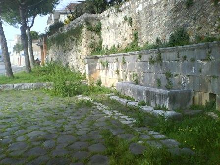 Fontana Romana sulla Via Appia - Author unknown