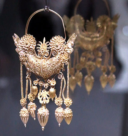 Gold_earring - Author: Michel Guilly